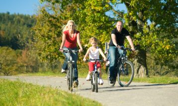 cropped-family-biking1.jpg